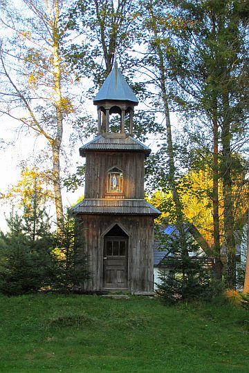 Dzwonnica Loretańska z 1937 roku, przeniesiona z Sidziny-Wielkiej Polany.