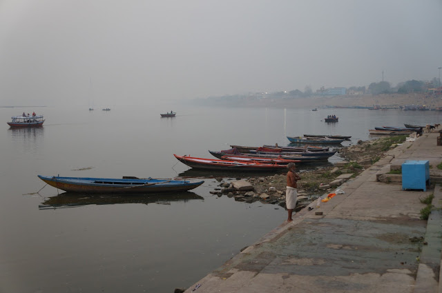 Sungai Gangga pagi hari