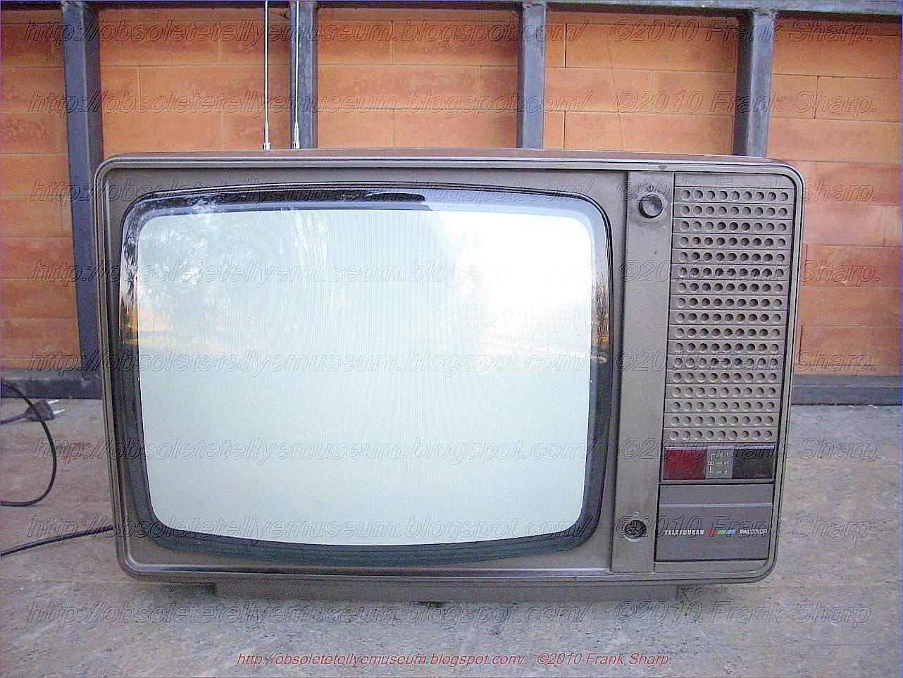 Obsolete Technology Tellye !: TELEFUNKEN PALCOLOR V3210 YEAR