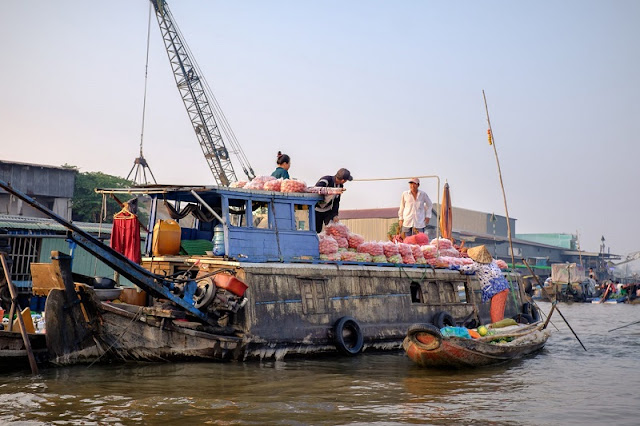Exploring the biggest floating market in the Mekong Delta 3