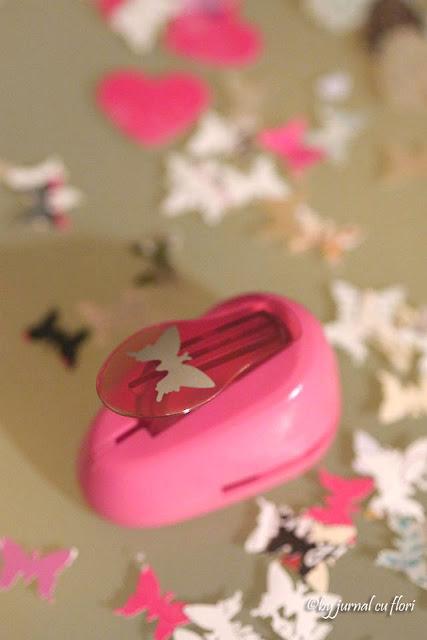 perforator si fluturi de hartie