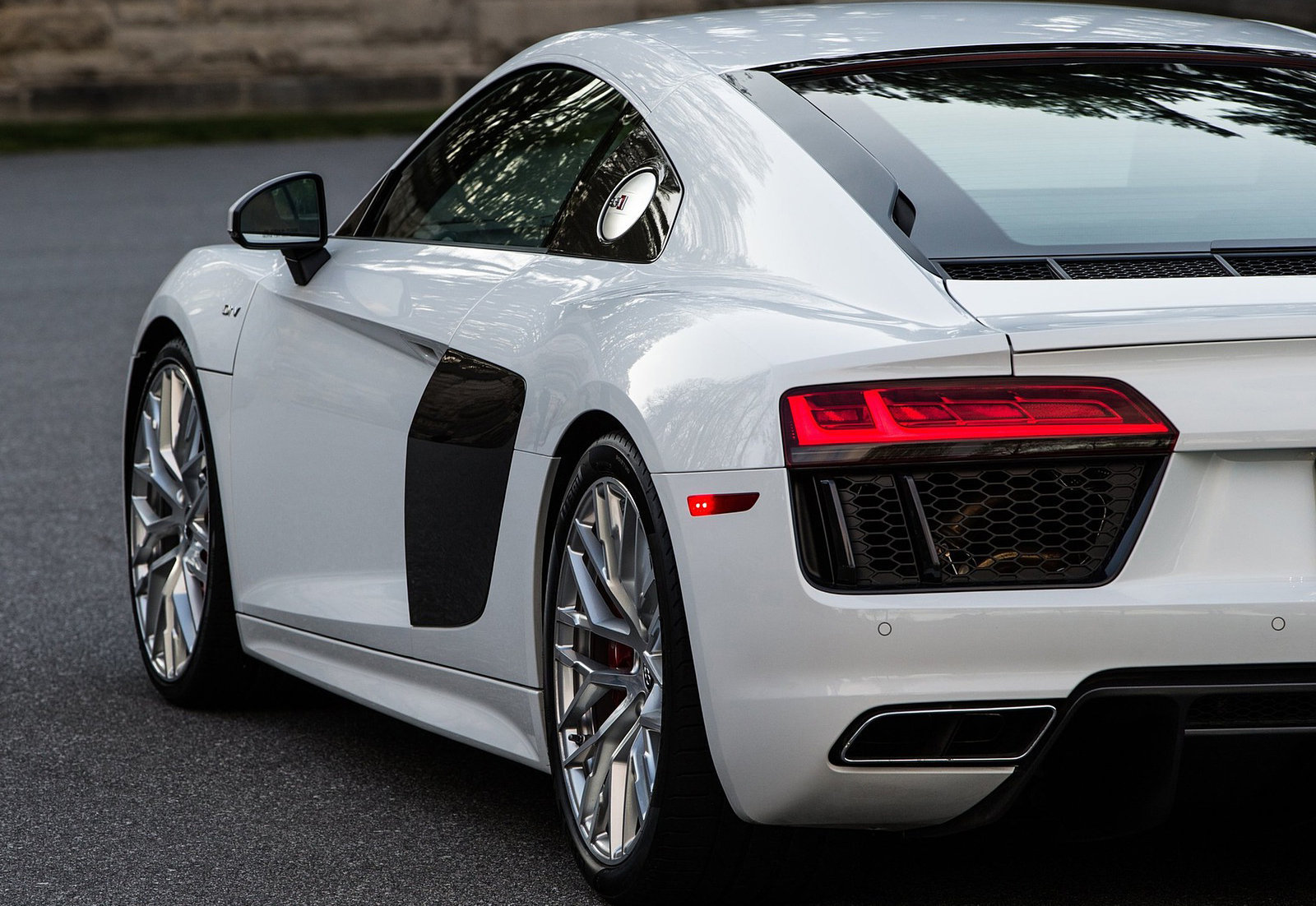 Cars Audi Roads R8 White V10 Wallpaper Allwallpaper In: 2017 Audi R8 V10 And V10 Plus Specification