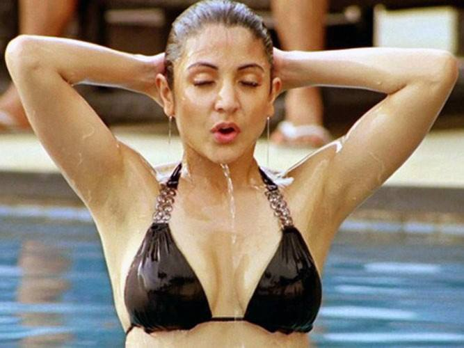 Anushka Sharma wet photos, Anushka Sharma in swimming pool