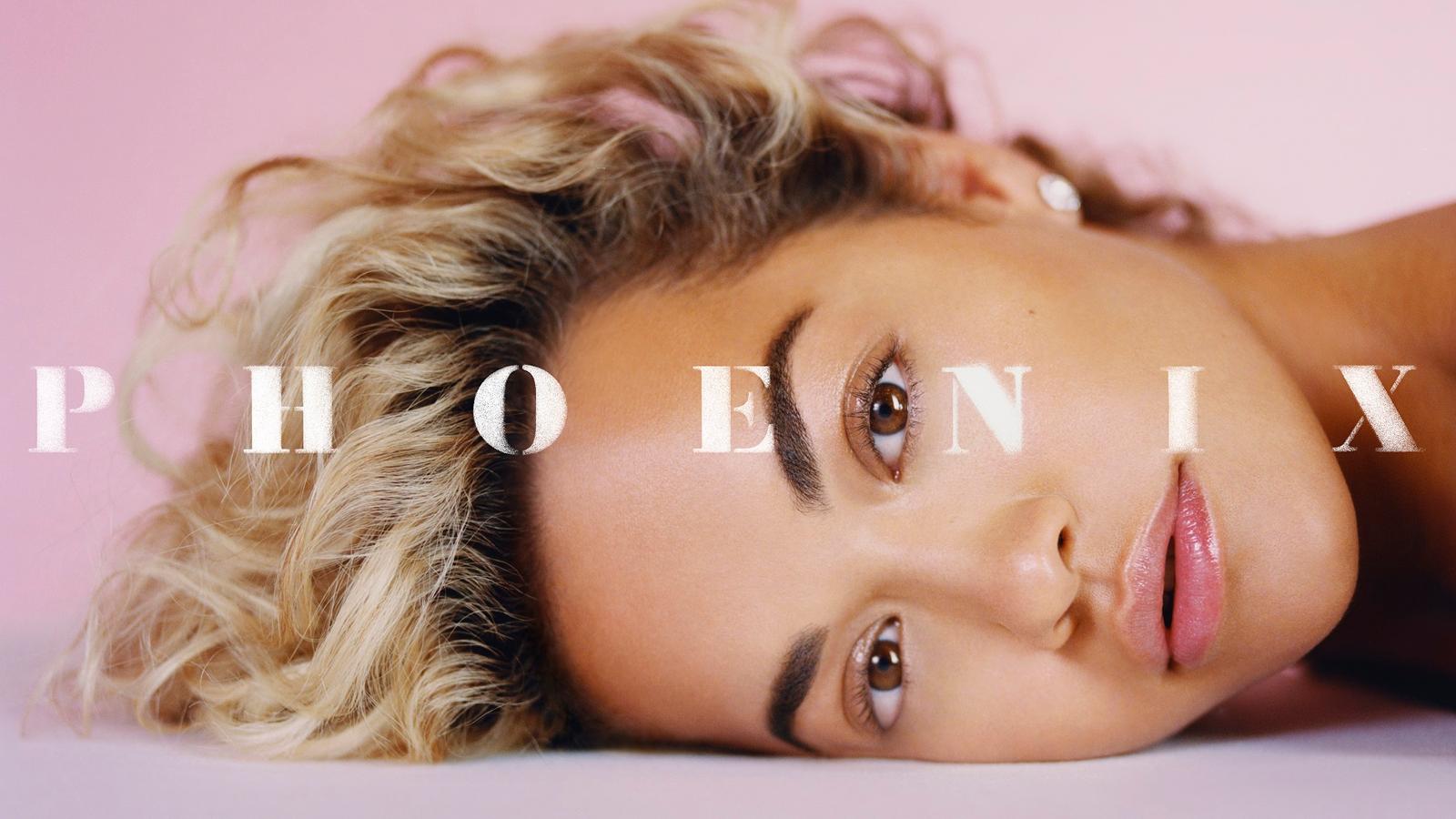 """Rita Ora nunca decepciona. Ok, ok, talvez """"Girls"""" não tenha sido das melhores escolhas para single, mas a gente não precisa realmente falar sobre isso, não é mesmo? Queremos dizer, ao menos foi uma boa parceria, não foi? Então, enfim, você já pode seguir com a leitura do post."""