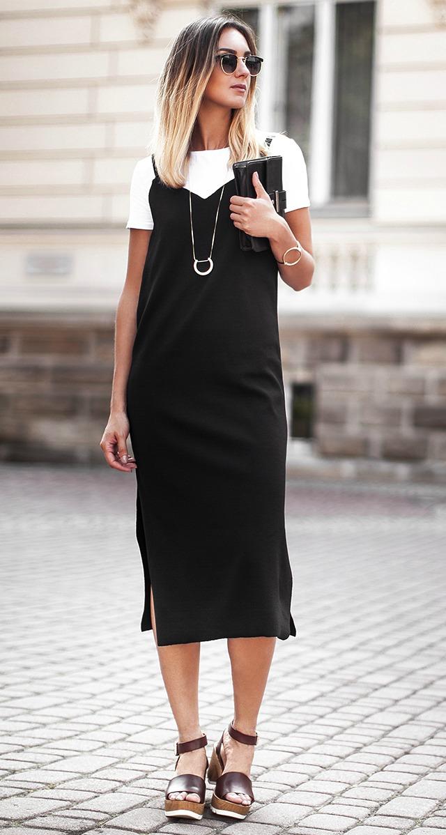 Sobreposição de vestido camisola preto com camiseta branca