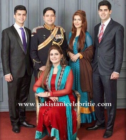 Momina Mustehsan Family Picture