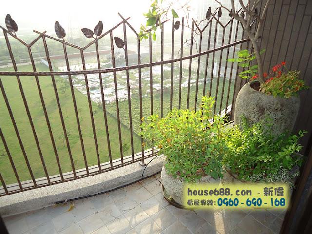龍寶悅臻邸 客廳陽台