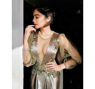Adah Sharma Hot Pics In An Alien Dress