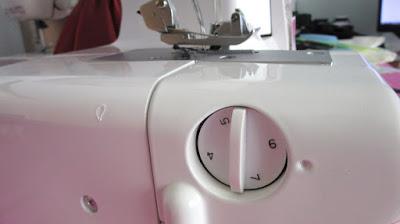 perilla o dial de ajuste ancho de puntada Bernette 610D
