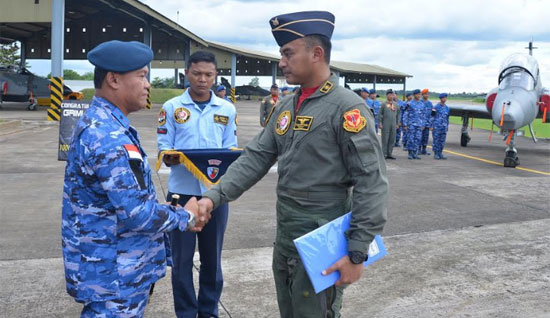 "Marsma TNI Minggit Tribowo, S.IP congratulate on the successful of First Lieutenant (First Lieutenant) (Pilot) Yoga ""Grimlock"" Kertiyasa managed to make a proud achievement by winning 1000 Flying Hours (JT)."