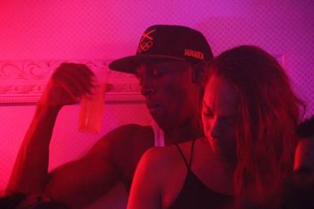 Aparece una tercera mujer en la noche de Bolt