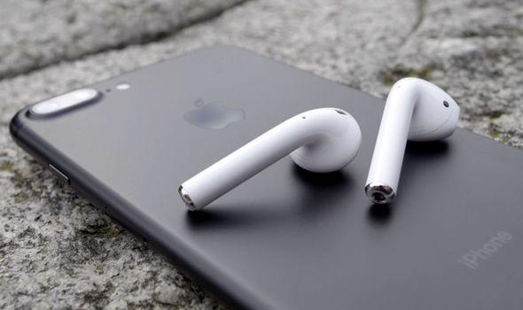蘋果發布 AirPods 耳機使用教學:讓你輕鬆上耳
