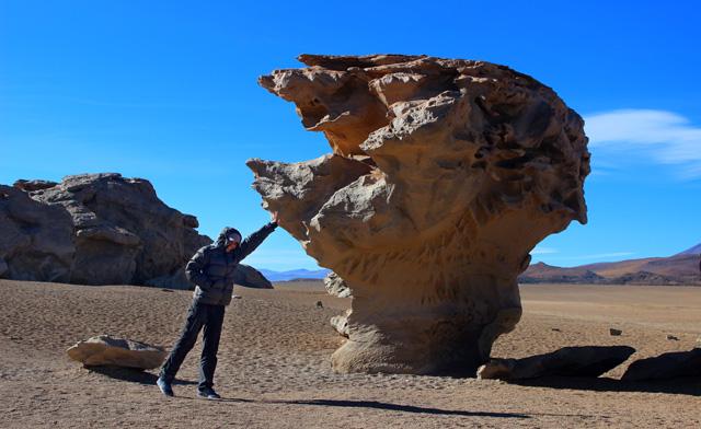 El Árbol de piedra, roca volcánica a la que la erosión del viento le ha dado forma y nombre