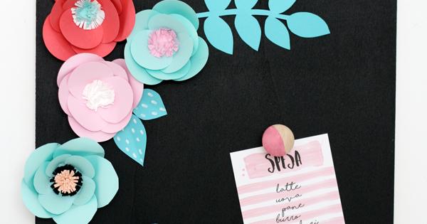 Lavagnetta e fiori di carta con Pattex