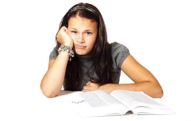 Studentessa svogliata e distratta