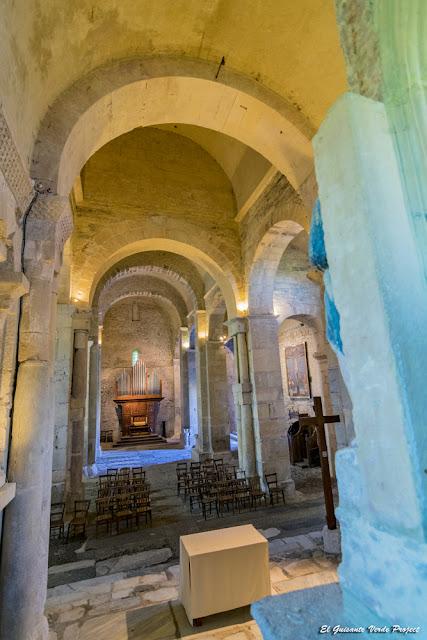 Saint Just de Valcabrere, nave interior por El Guisante Verde Project