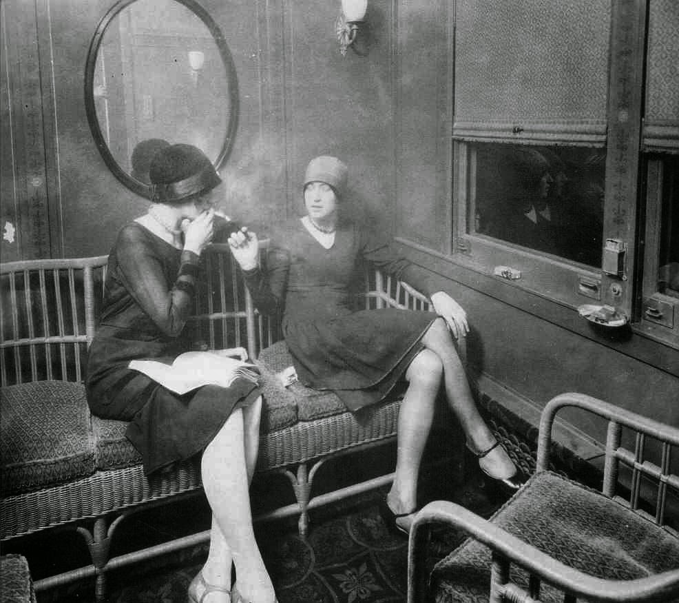 flappers 1920 smoking - photo #4