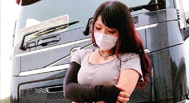 Rino Sasaki Sopir Truk Paling Cantik di Jepang