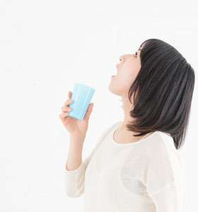 salt water gargle  reduces dry cough
