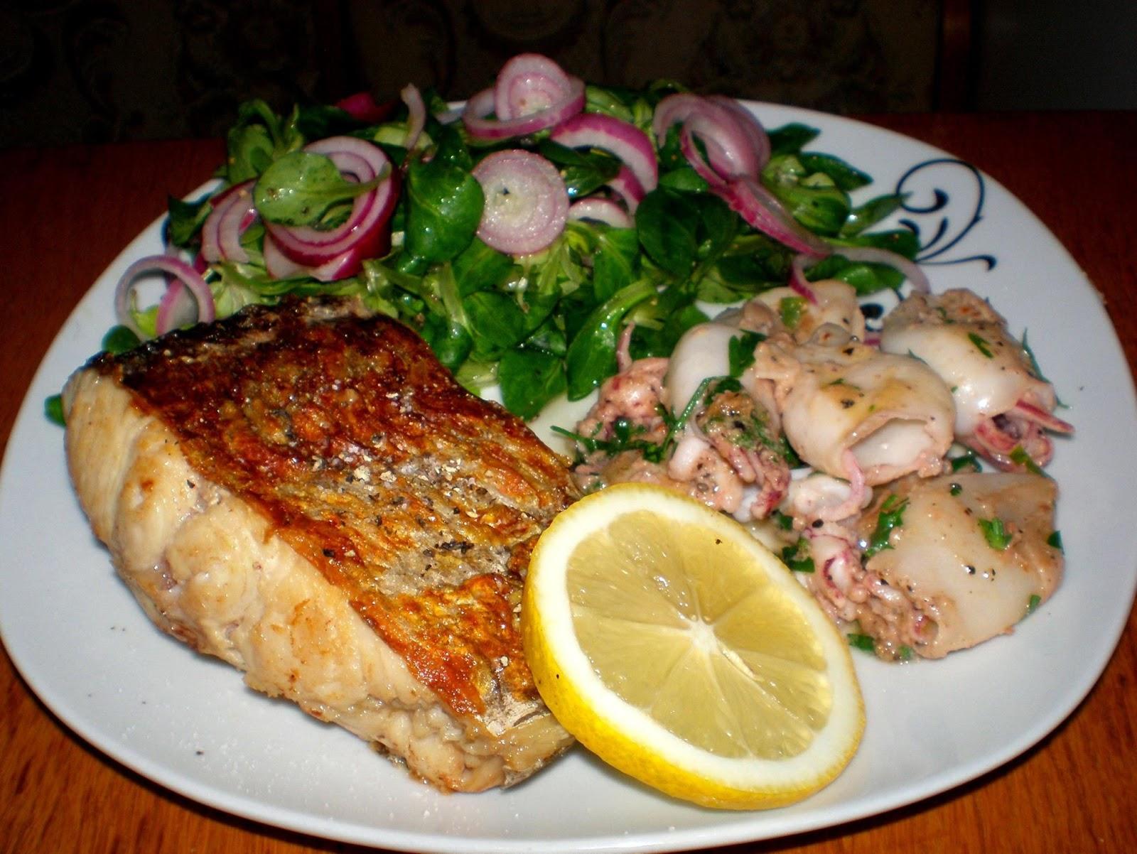 Somn și calamar la tigaie, salată de valeriană