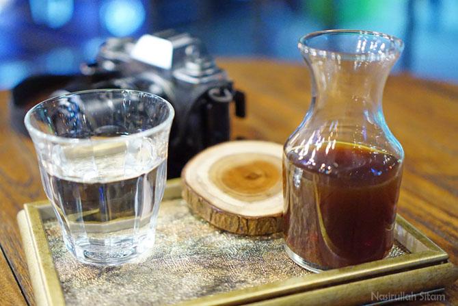 Menyeduh kopi di Caliber Coffee Jogja