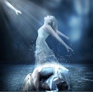 Imagen en la que se puede observar el alma de una mujer escapando del cuerpo, que está en posición fetal. Tanto el alma como la mujer visten un traje blanco.