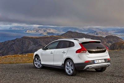 Harga Volvo V40 Cross Country