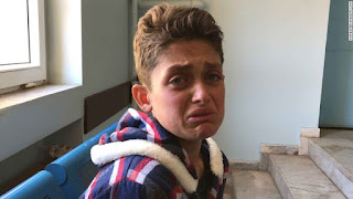 Remaja ini Kehilangan 19 Anggota Keluarganya Akibat Serangan Senjata Kimia Syiah Asad