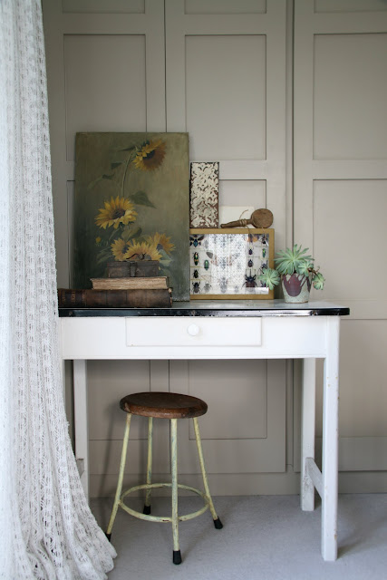 caroline davis stylist, trend daily blog, styling details, terranium, plants in a box, spring bulbs