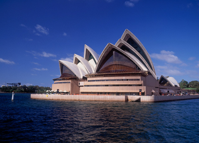 World Is 2 Travel: Famous Buildings in the World