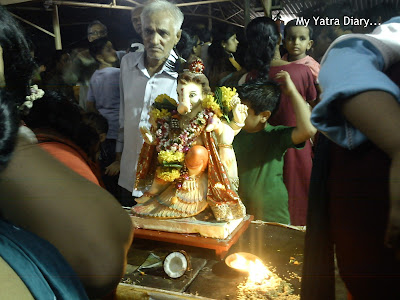 Ganesh idol being redied for visarjan in Mumbai