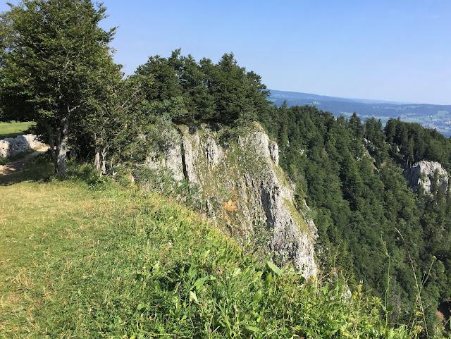 Abfallende Felsen