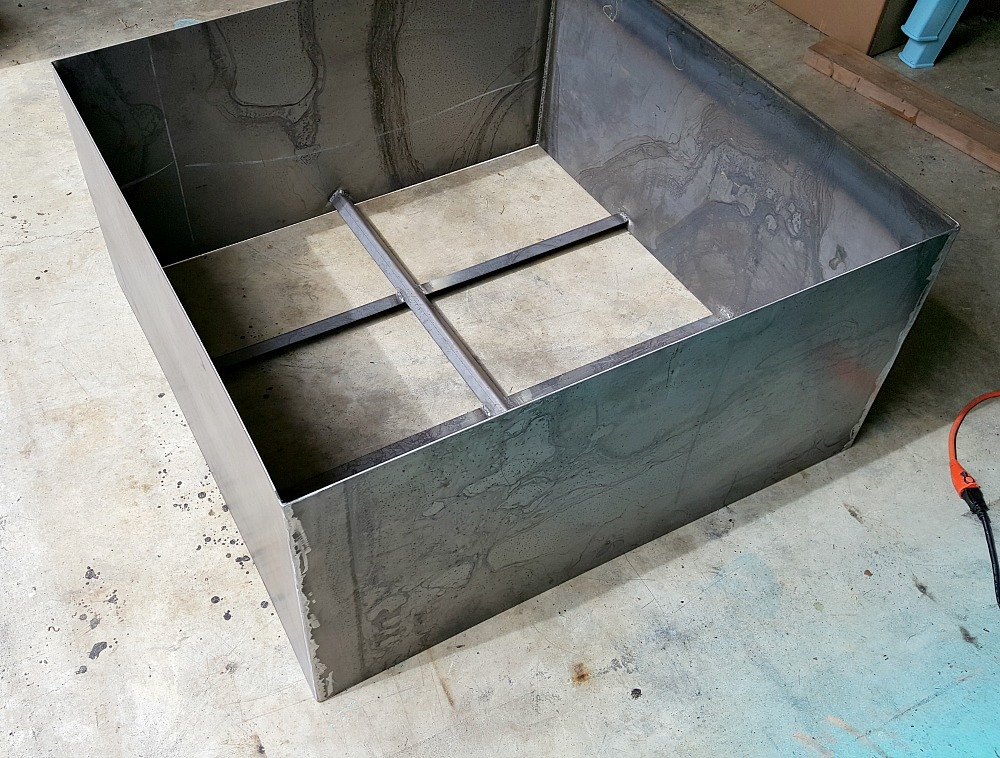 Modern Square DIY Welded Fire Pit (Our Fire Pit Makeover) | Dans le Lakehouse (www.danslelakehouse.com)