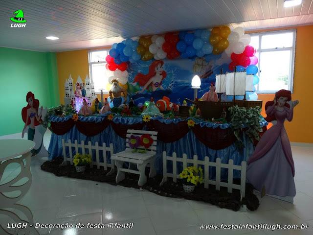 Mesa decorativa Ariel em decoração tradicional de toalhas de tecido em cetim