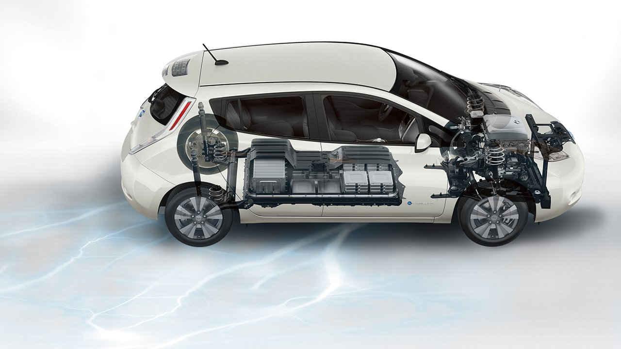 تشكل محدودية المسافة المقطوعة للسيارة بالشحنة الواحدة عائق كبير يمنع الكثير من شراء السيارات الكهربائية