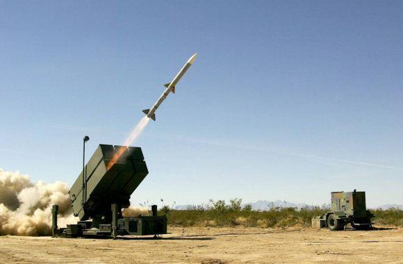 AMRAAM dan peluncur NASAMS