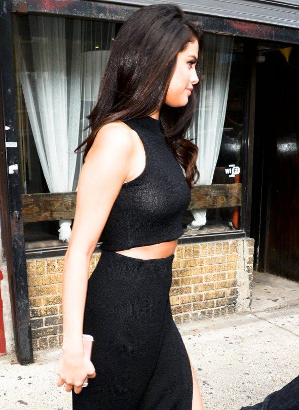 Selena Gomez Spotted Braless In New York City