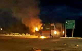 Ambulância pega fogo