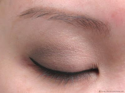 Let Your Eyes Sparkle - Eye makeup for the holidays. How to apply halo smokey eye glitter for Monolid eyes.