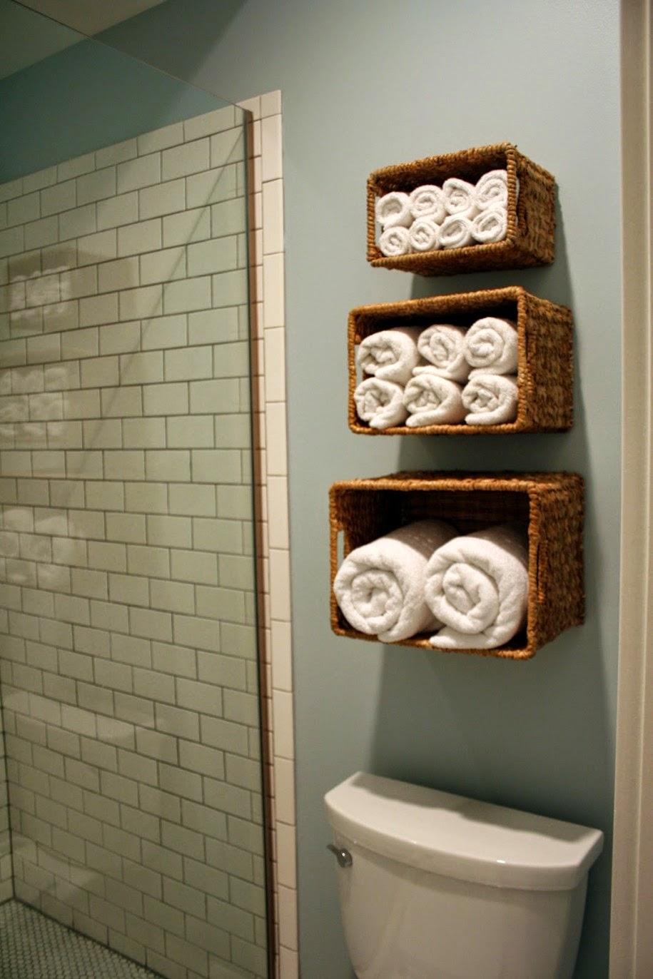 ideas de almacenamiento de mochila para el hogar Aprovecha El Inodoro Como Espacio De Almacenaje Para Un Bao