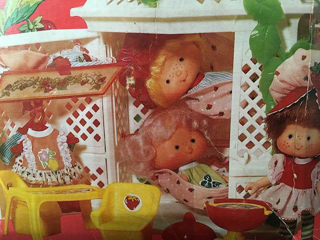 Bonecas Moranguinho e casa de Jardim