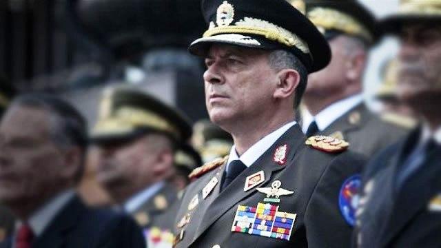 Renuncia M/G al Consejo de Defensa de la Nación por estar en desacuerdo con la constituyente Maduro