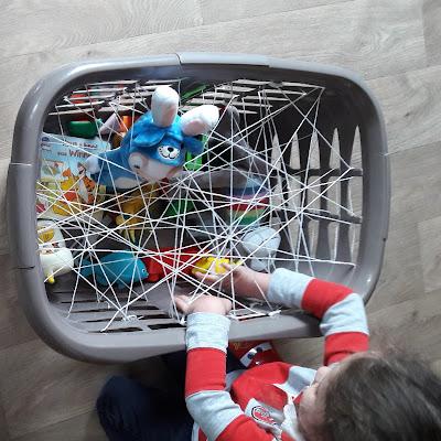 idée activité enfant bas age petit toile araignée sensorielle