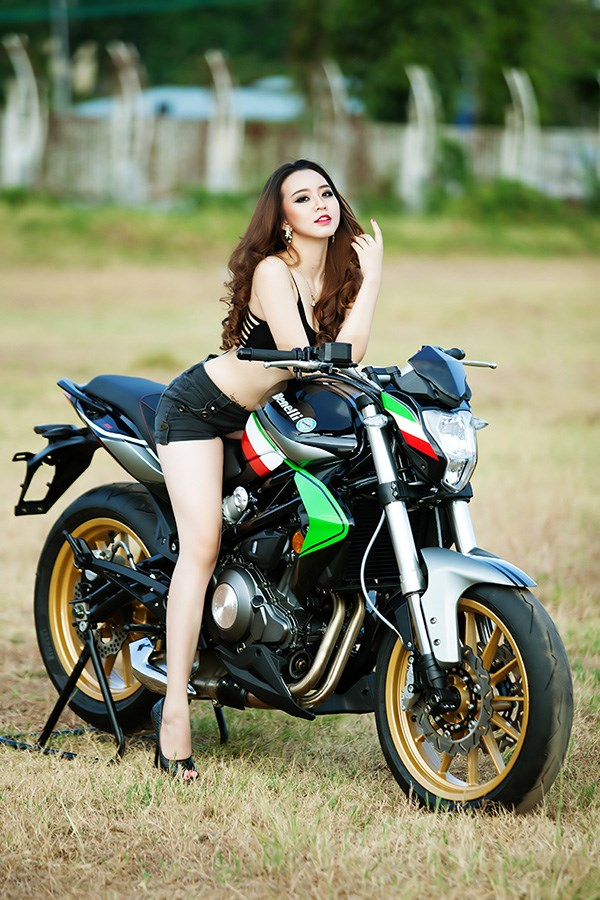 Thu Dinh and Benelli BN302 Italia