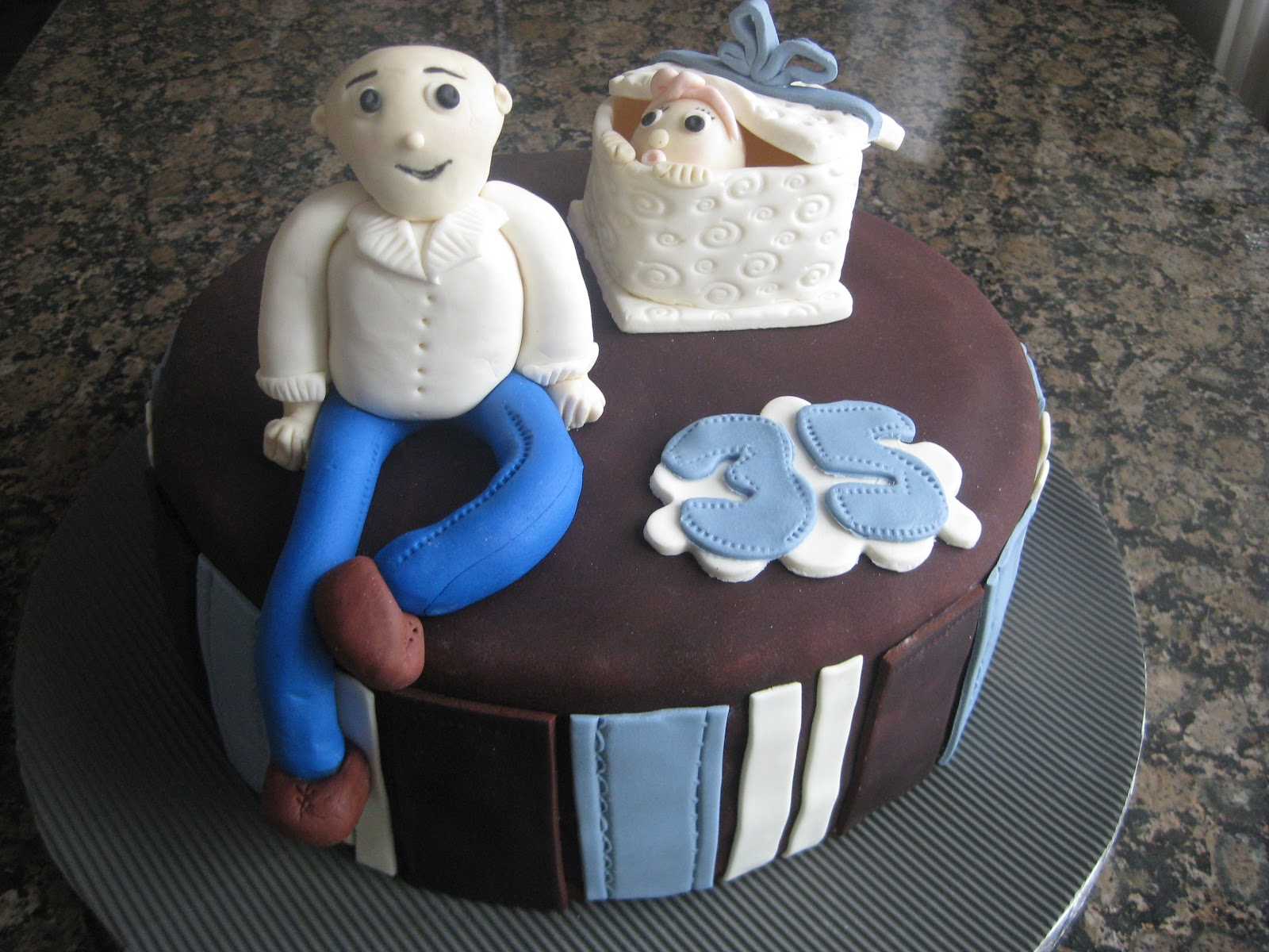 Super Dad Cake   Kiss Cakes   Dad Cakes