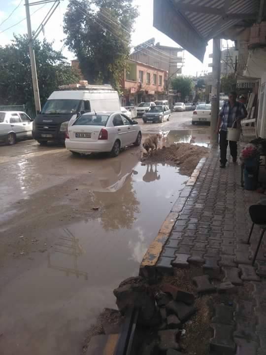 Bozova'da sağanak yağış etkili oldu