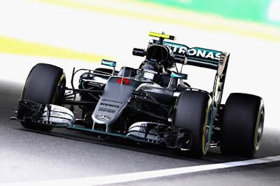 Treinos oficiais pela fórmula 1 no GP do Japão