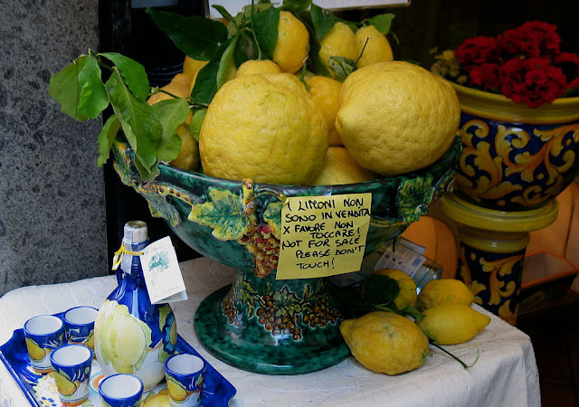 1024px-Limone_and_Limoncello.jpg
