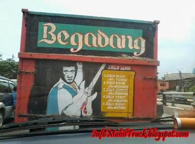 Gambar dan tulisan lucu truk gandeng