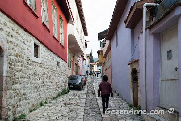 Antakya'nın taş döşeli tarihi sokaklarında dolaşırken, Hatay